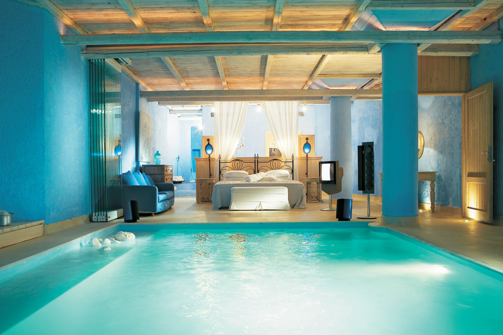 amazing-luxury-bedroom-with-inner-pool