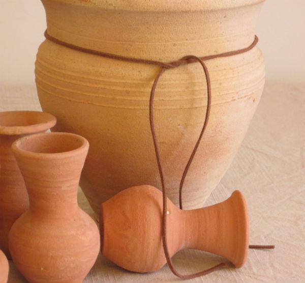 terracotta-pots-mocha